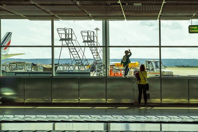 airport-3364231_640
